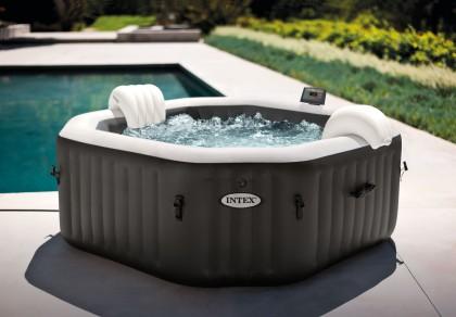 De Intex PureSpa Jet & Bubble DeLuxe 8 hoekig met waterontharder en zoutwatersysteem