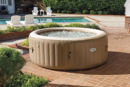 Intex Pure-Spa met bubbels en waterontharder